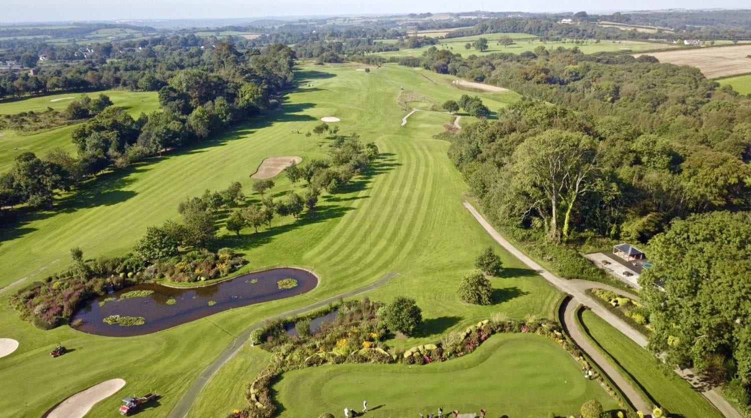 Golf resort with accommodation and restaurant - birds eye view of Cottrell golf resort